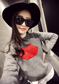 Grey Plain Lips Appliques Knit Pullover Sweater